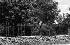 Labeaume - mur avec grille