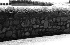 Labeaume - chaperon en pierre